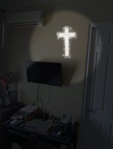 Recreación que realizó Leticia Almanza sobre la cruz contemplada por Jorge Silen la noche del viernes 20 de marzo de este año.