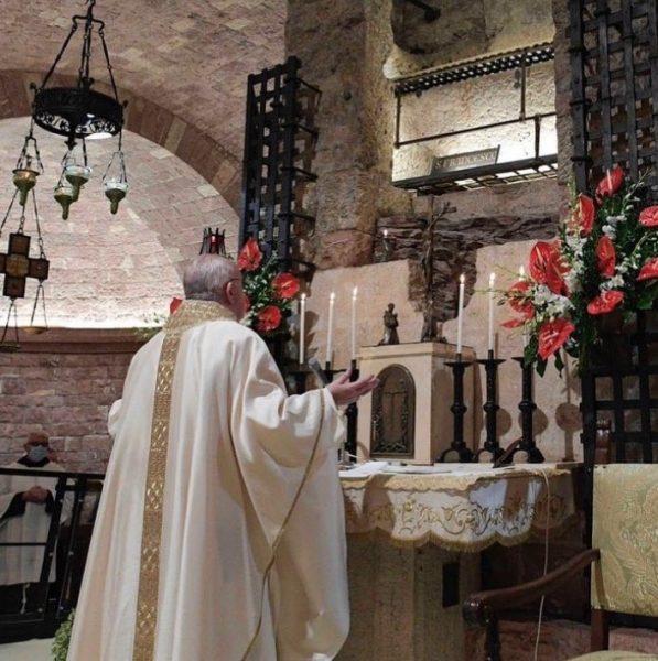 Papa en la Tumba de San Francisco de Asís