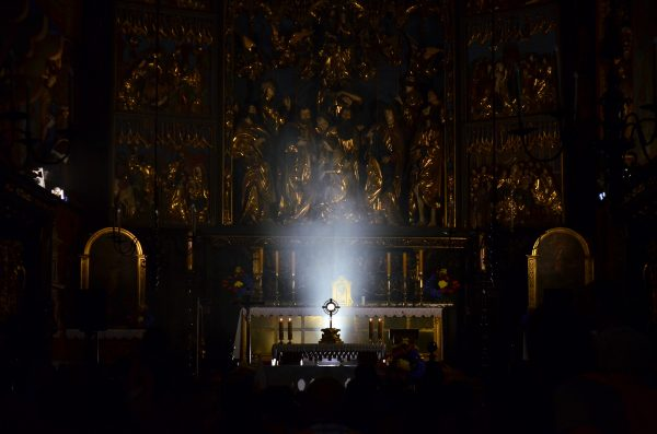Custodiar en el altar